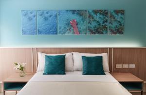 Кровать или кровати в номере Patio Pacific Resort