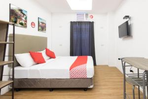 A bed or beds in a room at OYO 108 Spiral Suites (Quarantine Hotel)