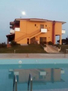The swimming pool at or close to Petrinos Lofos