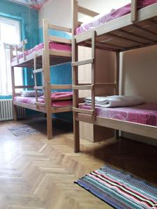 A bunk bed or bunk beds in a room at Yolo Savamala