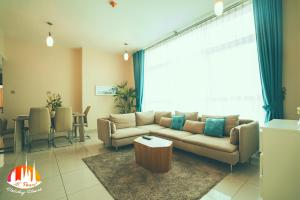A seating area at AC Pearl Holiday- Marina View Three Bedroom Apartment