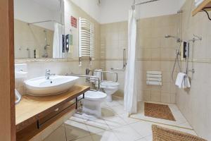 A bathroom at Hotel Batory