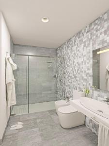 A bathroom at Aparthotel Attica 21 Vallés