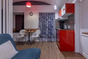 Кухня или мини-кухня в RentalSPb 4 City bridge