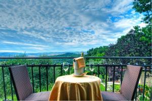 A balcony or terrace at B&B Villa Garden