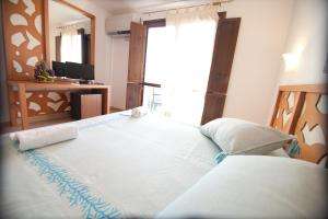 A bed or beds in a room at Club Esse Gallura