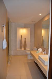 A bathroom at Elements Hotel Boutique