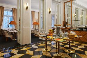 A restaurant or other place to eat at Ventana Hotel Prague