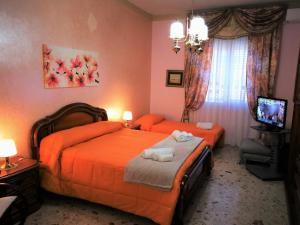 A bed or beds in a room at Residenza Margherita - Centralissima