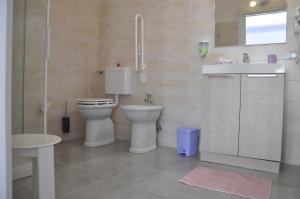 A bathroom at B&B Mila e Nan