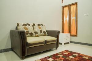 Area tempat duduk di M Stay Guest House Jogja