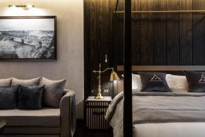 سرير أو أسرّة في غرفة في The Chiang Mai Old Town