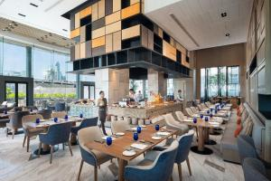 A restaurant or other place to eat at Hotel Nikko Bangkok