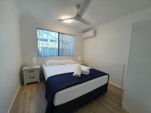 A bed or beds in a room at Montego Mermaid Beach Motel