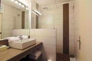 A bathroom at Le Floréal