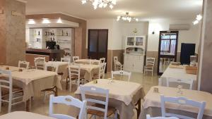 A restaurant or other place to eat at Albergo Primavera