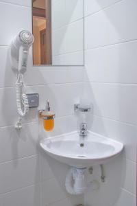A bathroom at Hotel Western
