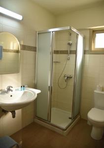 A bathroom at Elysso Hotel