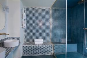 A bathroom at Hôtel Montecristo