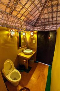 A bathroom at Beach Street Eco Resort & Spa