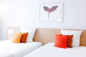 A bed or beds in a room at Novotel Budapest Danube