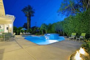 The swimming pool at or close to Villa Nyla