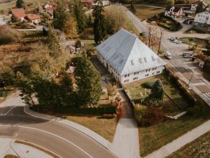 Vue panoramique sur l'établissement Le Coude Hôtel / Restaurant