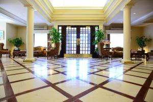 The lobby or reception area at Queens Landing