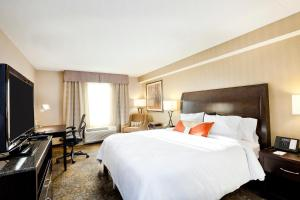 A bed or beds in a room at Hilton Garden Inn Toronto/Brampton