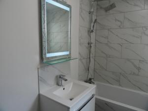 A bathroom at Bell Hill House by Cliftonvalley Apartments