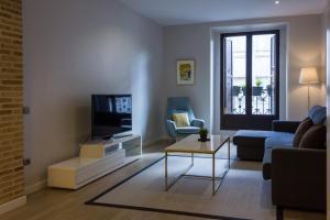 Een zitgedeelte bij Arenal Suites Puerta del Sol