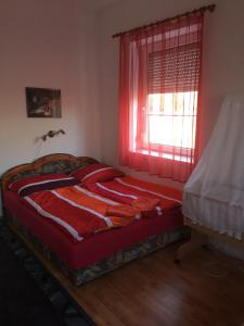 A bed or beds in a room at Tó Panzió
