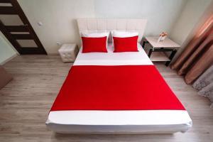 Кровать или кровати в номере Apartment on Mira 2v1