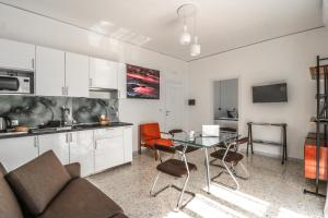 A kitchen or kitchenette at Le stanze di Virgilio