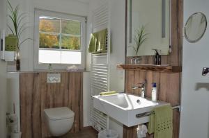 Ein Badezimmer in der Unterkunft Gasthof zur Post