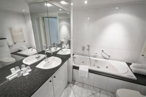 A bathroom at Amrâth Hotel & Thermen Born-Sittard