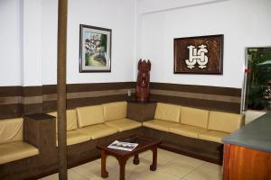 A seating area at Hotel Js