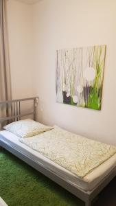 A bed or beds in a room at bedpark Altona Pension