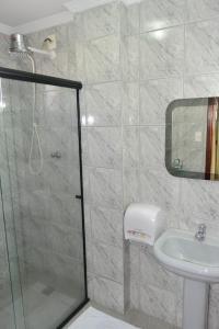 A bathroom at Del´Fiori Hotel