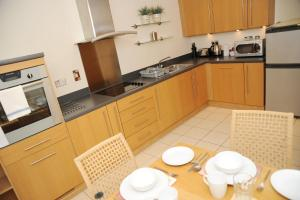 A kitchen or kitchenette at Century Wharf by Urban Space