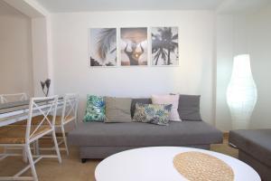 A seating area at Apartament Eivissa