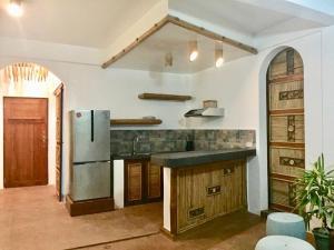 A kitchen or kitchenette at The Driftwood Cottage Luxury Villa