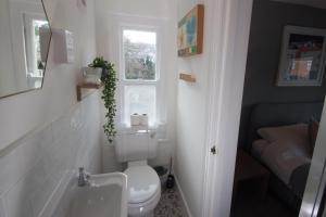 A bathroom at St Elmo Cottage