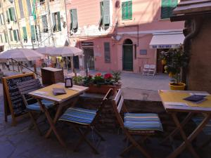 A restaurant or other place to eat at Affittacamere Rollando