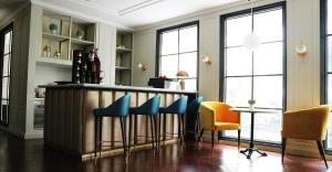 The lounge or bar area at Hotel Shalva Jakarta