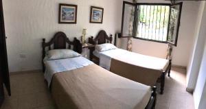 A bed or beds in a room at La Posada de Akasha
