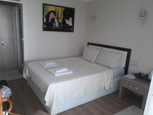 A bed or beds in a room at Alida Hotel
