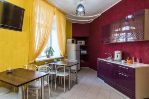 Кухня или мини-кухня в Хостел Барнаул
