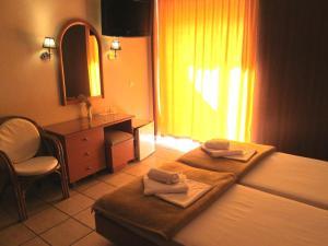 Ένα ή περισσότερα κρεβάτια σε δωμάτιο στο Ξενοδοχείο Λητώ