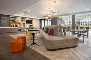 The lobby or reception area at Home2 Suites By Hilton Warminster Horsham